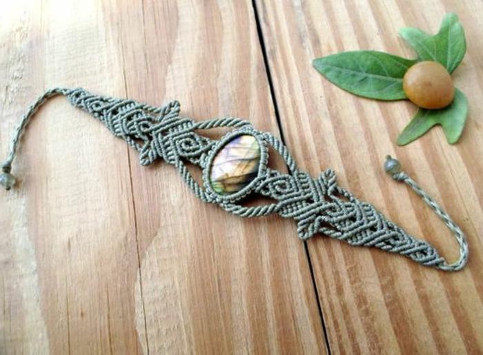 pulseras-de-macrame-color-verde-muy-elegante-piedra-preciosa-hecha-a-mano-diseño-interesante