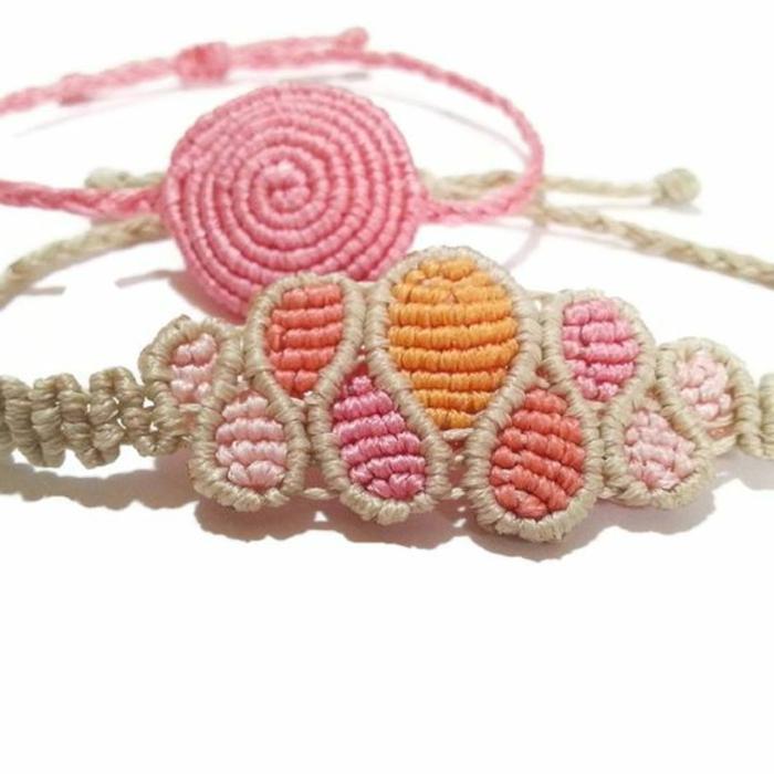 pulseras-macrame-colores-suaves-diseño-interesante-dos-pulseras-facil-de-hacer