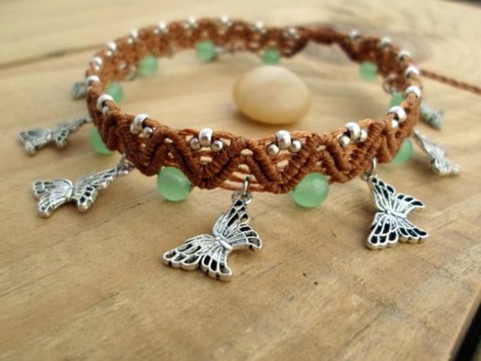 pulseras-macrame-hecha-a-mano-mariposas-de-metal-color-marrón-piedras-preciosas