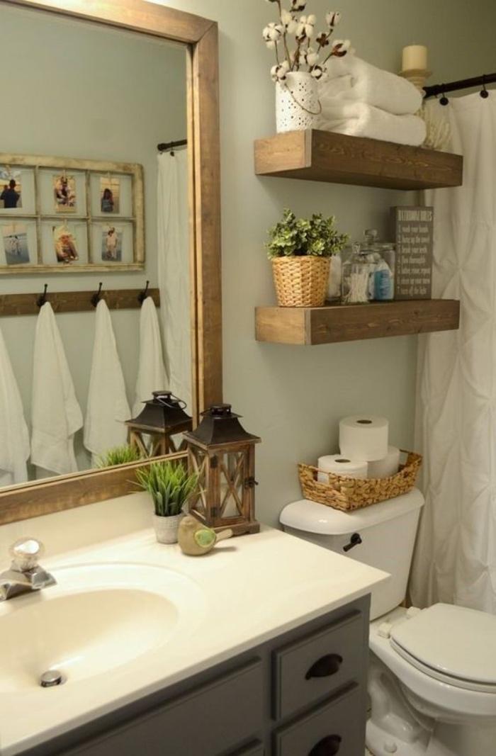 baños modernos, muebles de madera, espejo cuadrado, bien organizado, decoración con flores