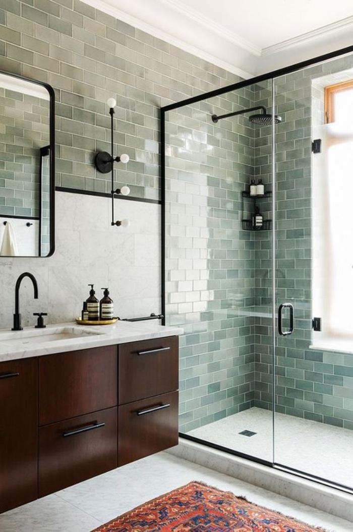 cuartos de baño, azulejos azules, ducha, muebles de madera, alfombra de color, estilo modernista