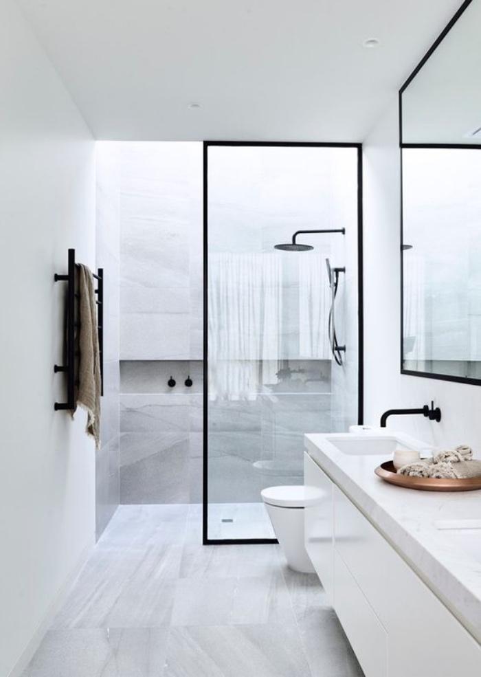 cuartos de baño modernos, color blanco, dos fregaderos, espejo grande, estilo modernista