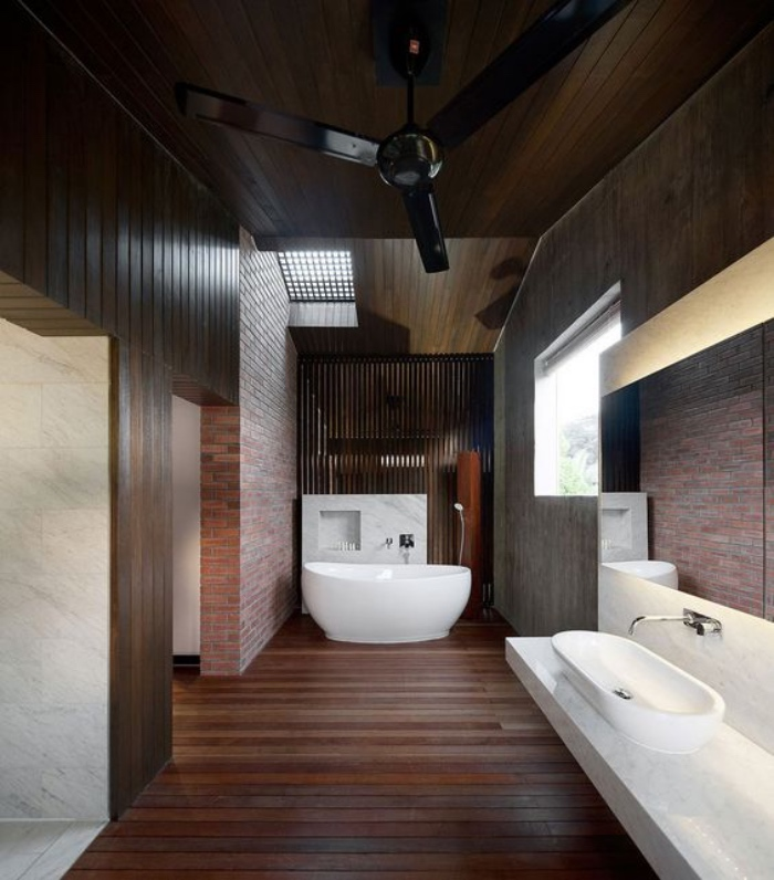 cuartos de baño pequeños, grande, suelo y paredes de madera, espacioso, bañera