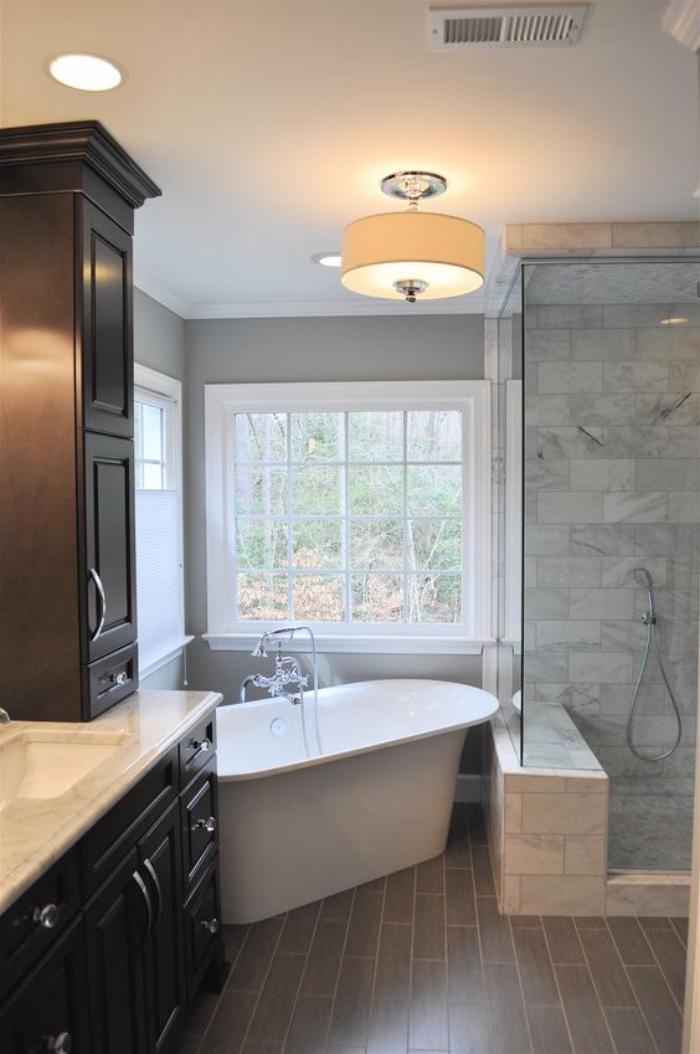 cuartos de baños modernos, muebles de madera, bañera, ducha de mármol, estilo modernista