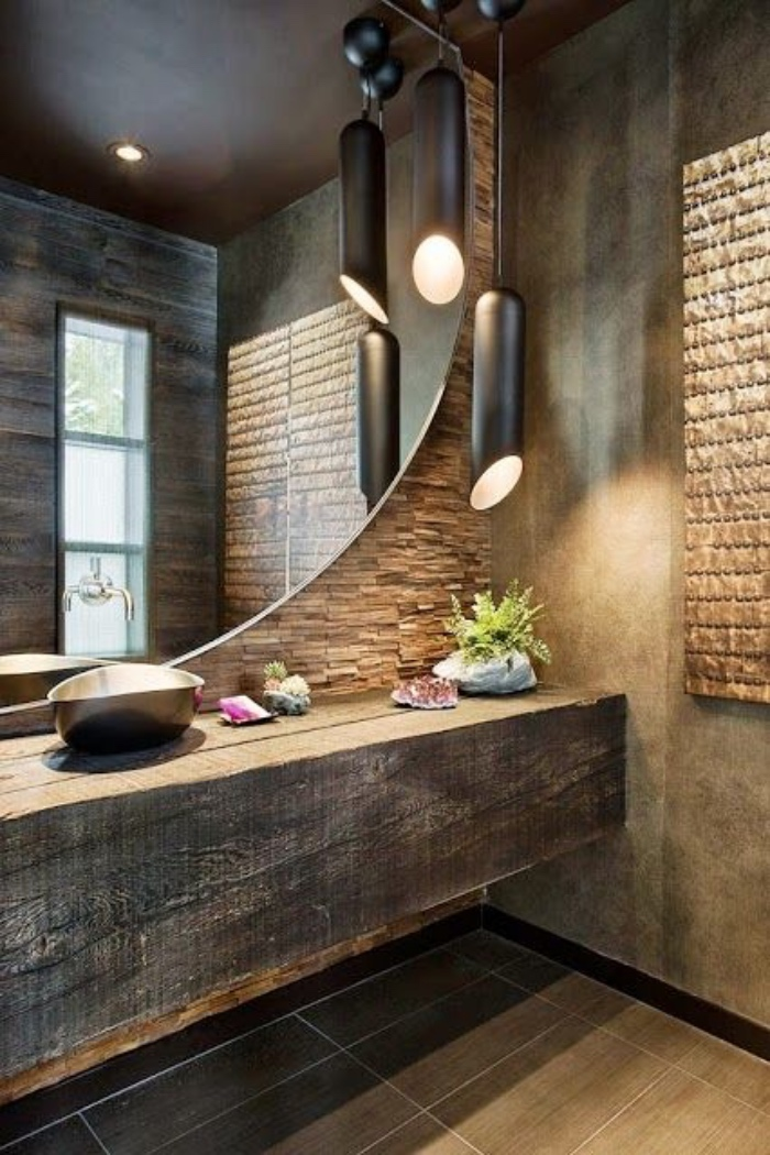 cuartos de baño pequeños, tonos oscuros, espejo enorme redondo, muebles de madera