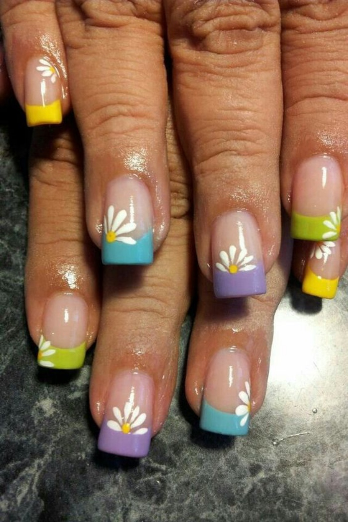 decoración uñas, bonitas uñas con diferentes colores y dibujos de margaritas