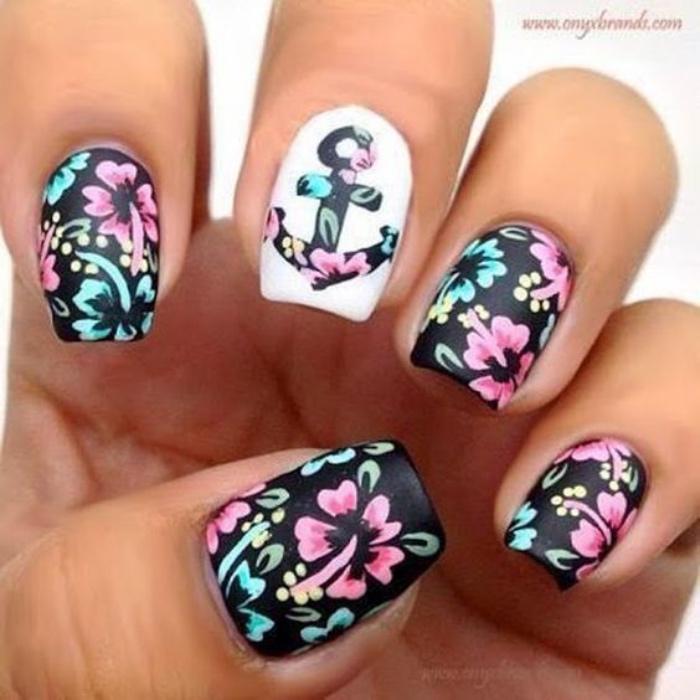 diseño de uñas, colores oscuros pero llamativos, dibujos de flores, ancla, estilo veraniego