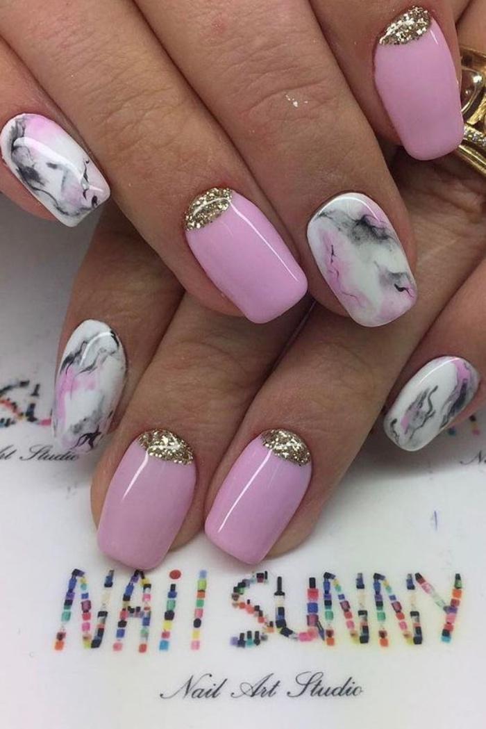 diseño de uñas, tonos suaves, pasteles, rosa, decoración con brocado oro, diseño interesante