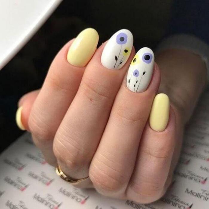 diseño de uñas, bonitas, elegantes, tonos pasteles, suaves, color amarillo, dibujos de flores pequeños