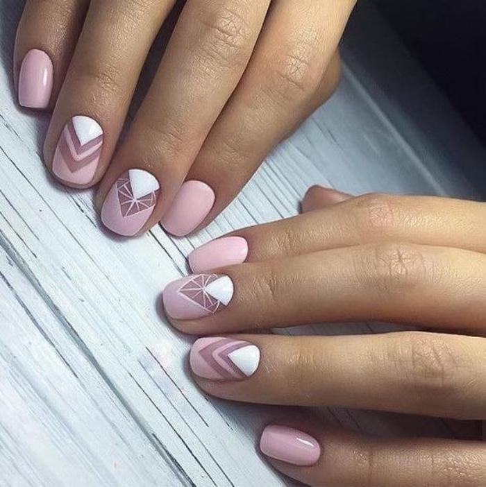 diseños de uñas muy bonitos, color rosa y blanco, dibujos geométricos, elegantes