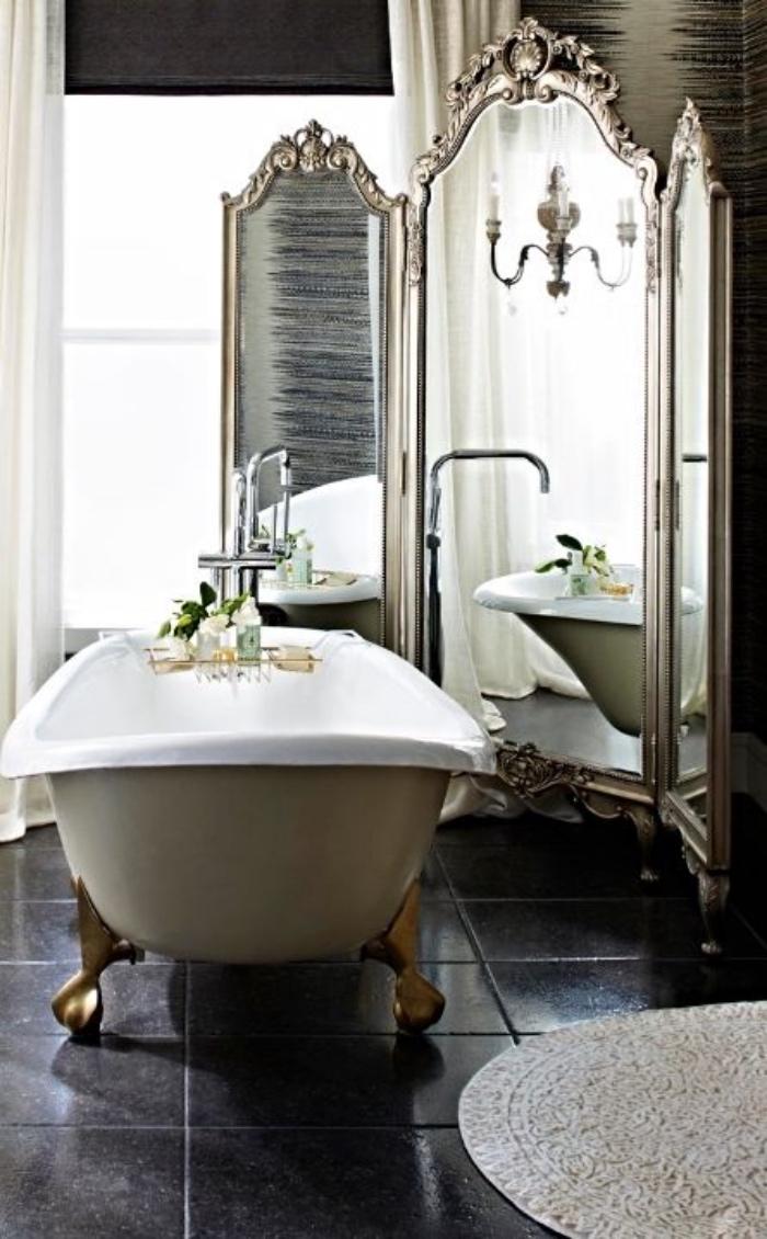 muebles de baño modernos, espejo grande, viejo, bañera, interesante, elementos dorados