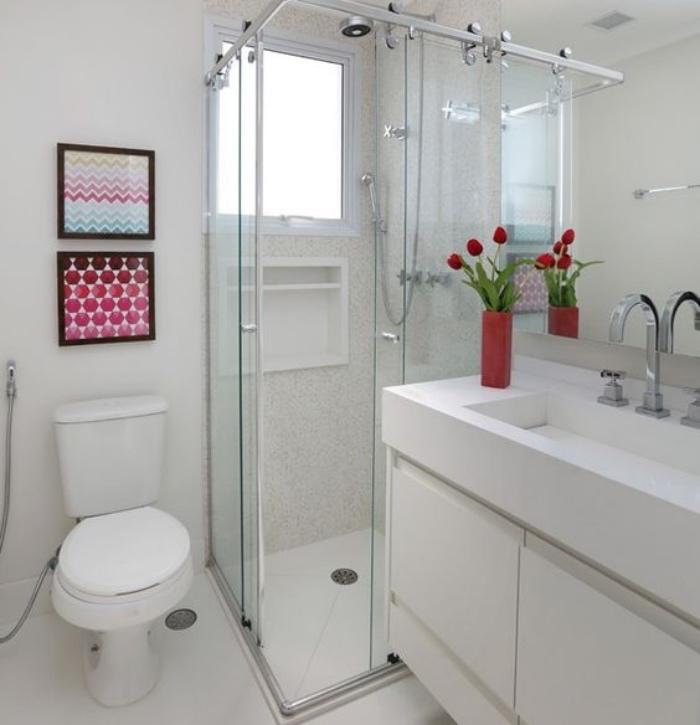 muebles de baño, cuadros, cuarto de baño pequeño, color blanco, flores, decoración