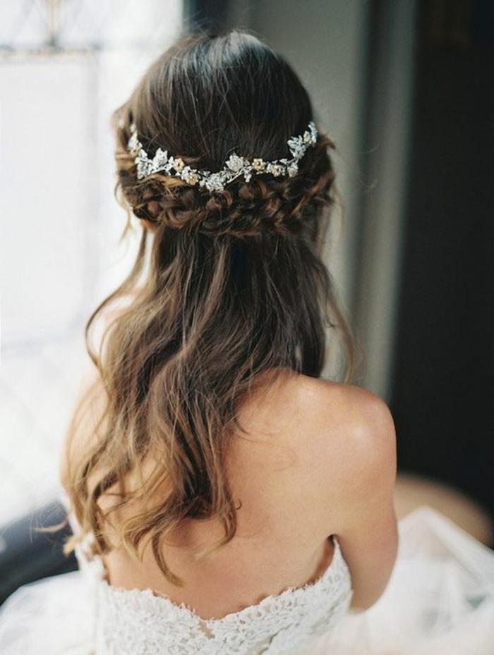 peinado-boda-pelo-largo-castaño-ondulado-dos-trenzas-accesorio-para-pelo
