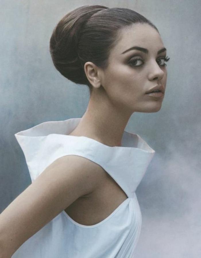 peinados-boda-moño-grande-elegante-mujer-hermosa-estilo-retro-maquillaje-bonito