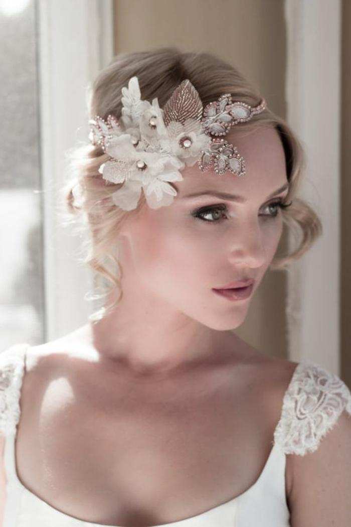 peinados-boda-pelo-corto-rubio-rizado-boda-novia-hermosa-accesorio-de-pelo