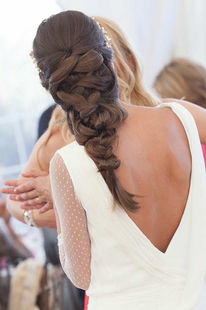 peinados-boda-pelo-largo-castaño-trenza-interesante-boda-oficial-peinado-elegante