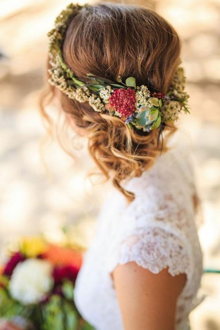 peinados-boda-pelo-largo-recogido-rizado-flores-novia-hermosa-vestido-blanco