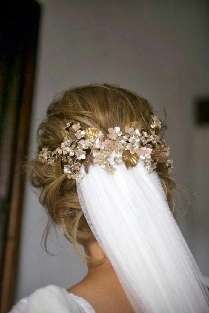peinados-boda-pelo-largo-recogido-rubio-accesorio-de-pelo-flores-artificiales-novia-hermosa