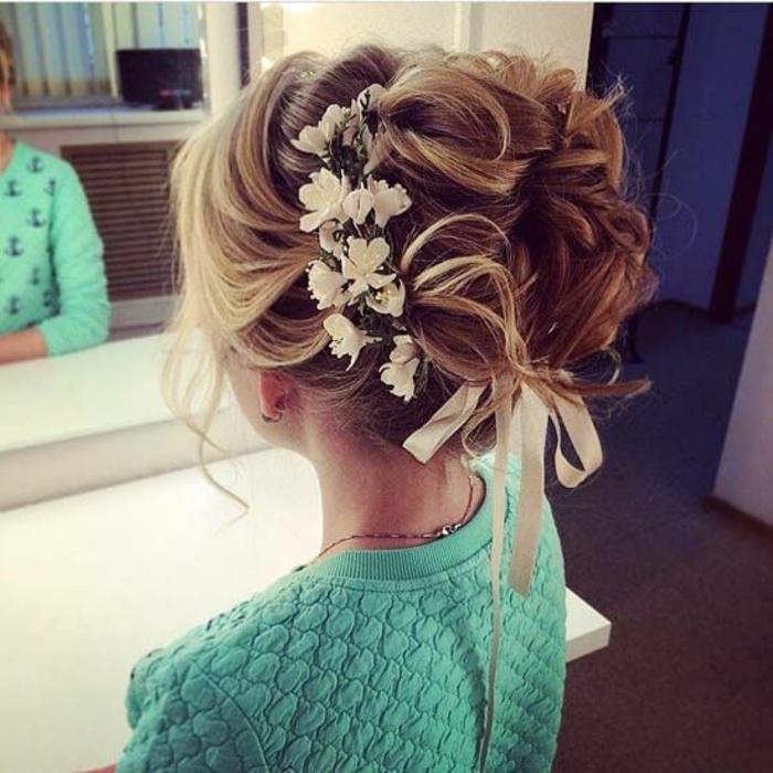 peinados-boda-pelo-largo-recogido-rubio-mechones-sueltos-flores-cinta-blanca