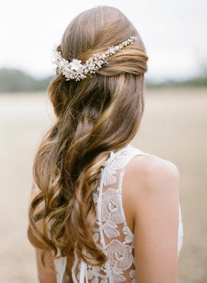 peinados-boda-pelo-largo-rizado-pelo-rubio-medio-recogido-accesorio-para-pelo
