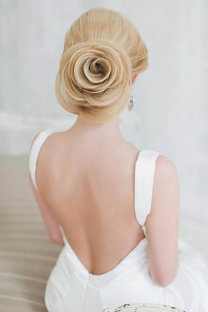 peinados-boda-pelo-rubio-peinado interesante-en-forma-de-rosa-elegante
