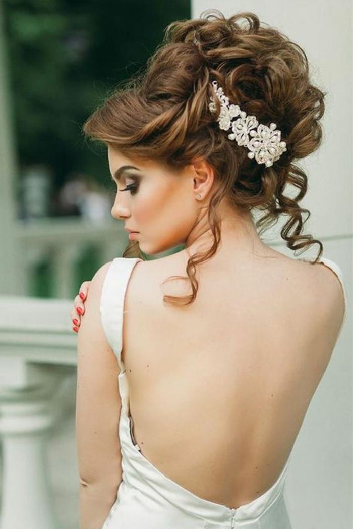 peinados-de-novia-pelo-castaño-largo-rizado-recogido-accesorio-de-pelo-crochet