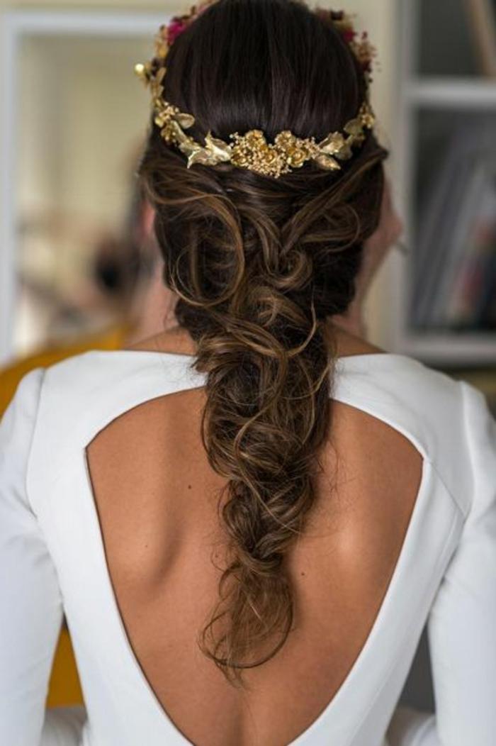 peinados-de-novia-pelo-largo-castaño-trenza-desordenada-tiara-de-flores