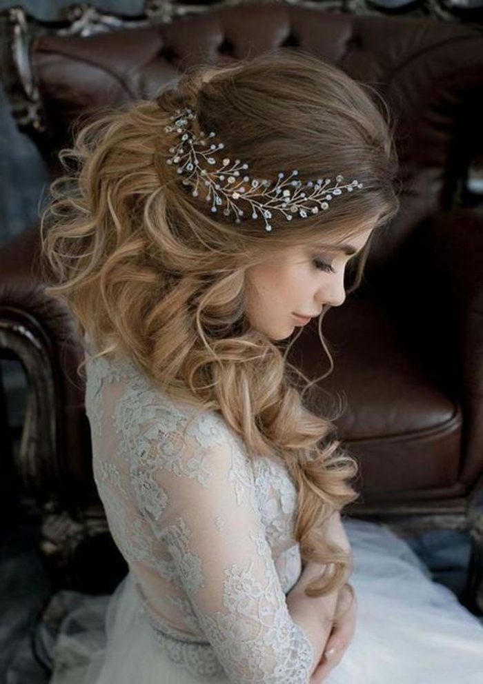 peinados-de-novia-pelo-largo-rizado-medio-recogido-accesorio-bonito-de-pelo