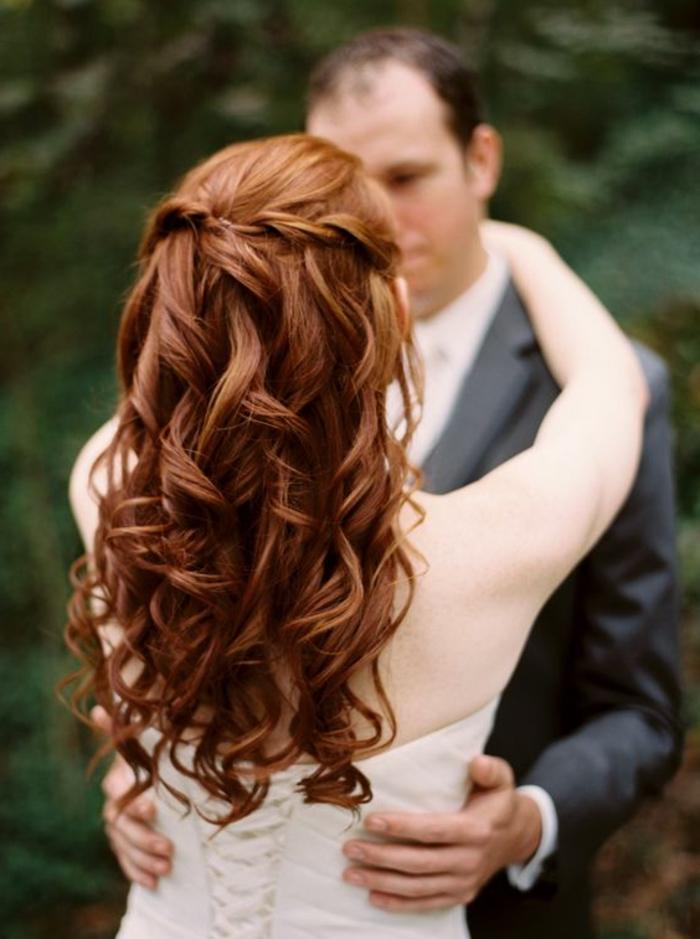 recogidos-bajos-pelo-rizado-trenzas-pequeñas-boda-maravillosa-novia-en-blanco