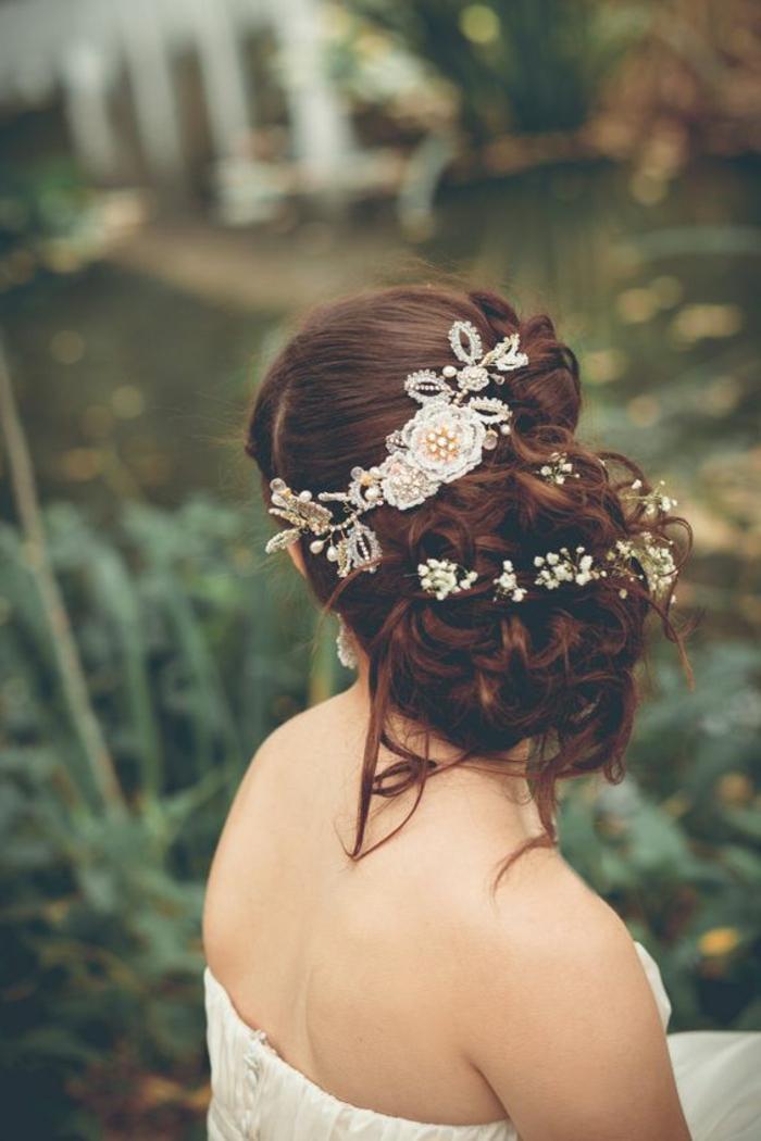recogidos-pelo-corto-castaño-rizado-recogido-en-moño-novia-hermosa-boda