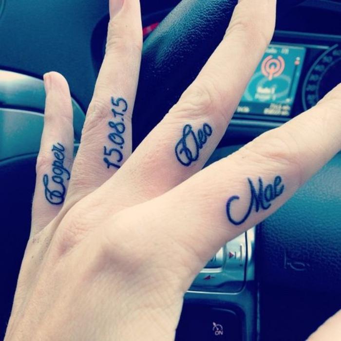 tatuajes de nombres de hijos en los dedos, fecha importante, tatuajes sentimentales