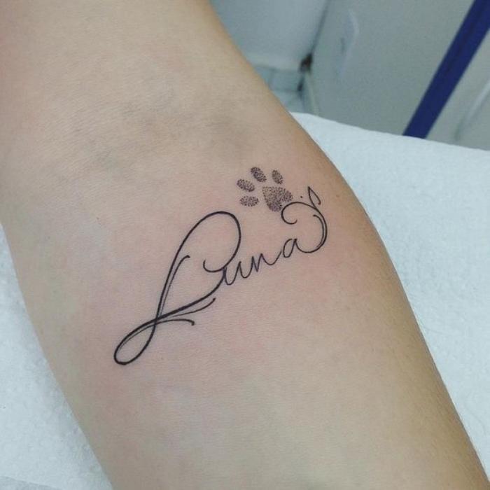 tatuajes de nombres, bonito tatuaje del nombre de animal favorito, tatuaje pequeño