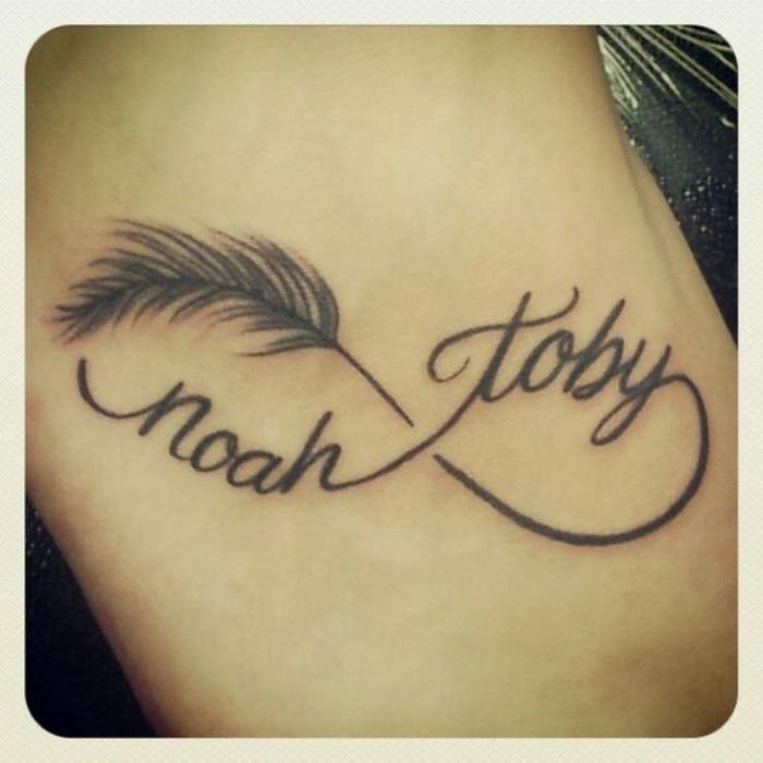 tatuajes de nombres, símbolo de infinito, dos nombres, pluma, tatuaje pequeño en la mano