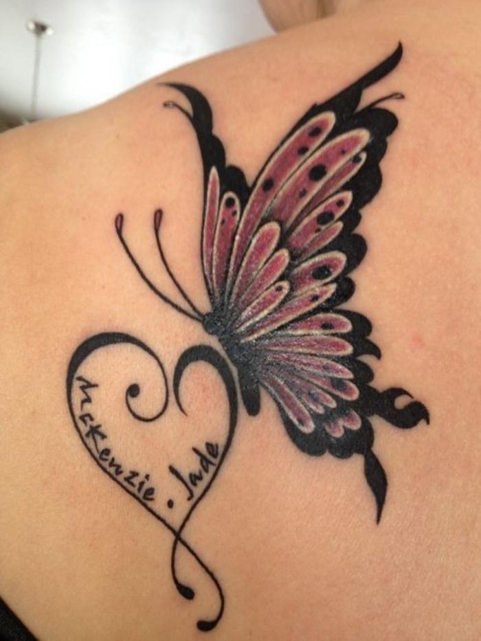 tatuajes de nombres, pequeño corazón con dos nombres, mariposa bonita en el hombro