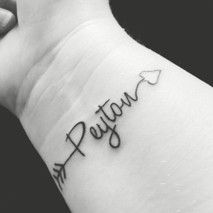tatuajes de nombres, peyton, flecha con corazón, tatuaje interesante, pequeño