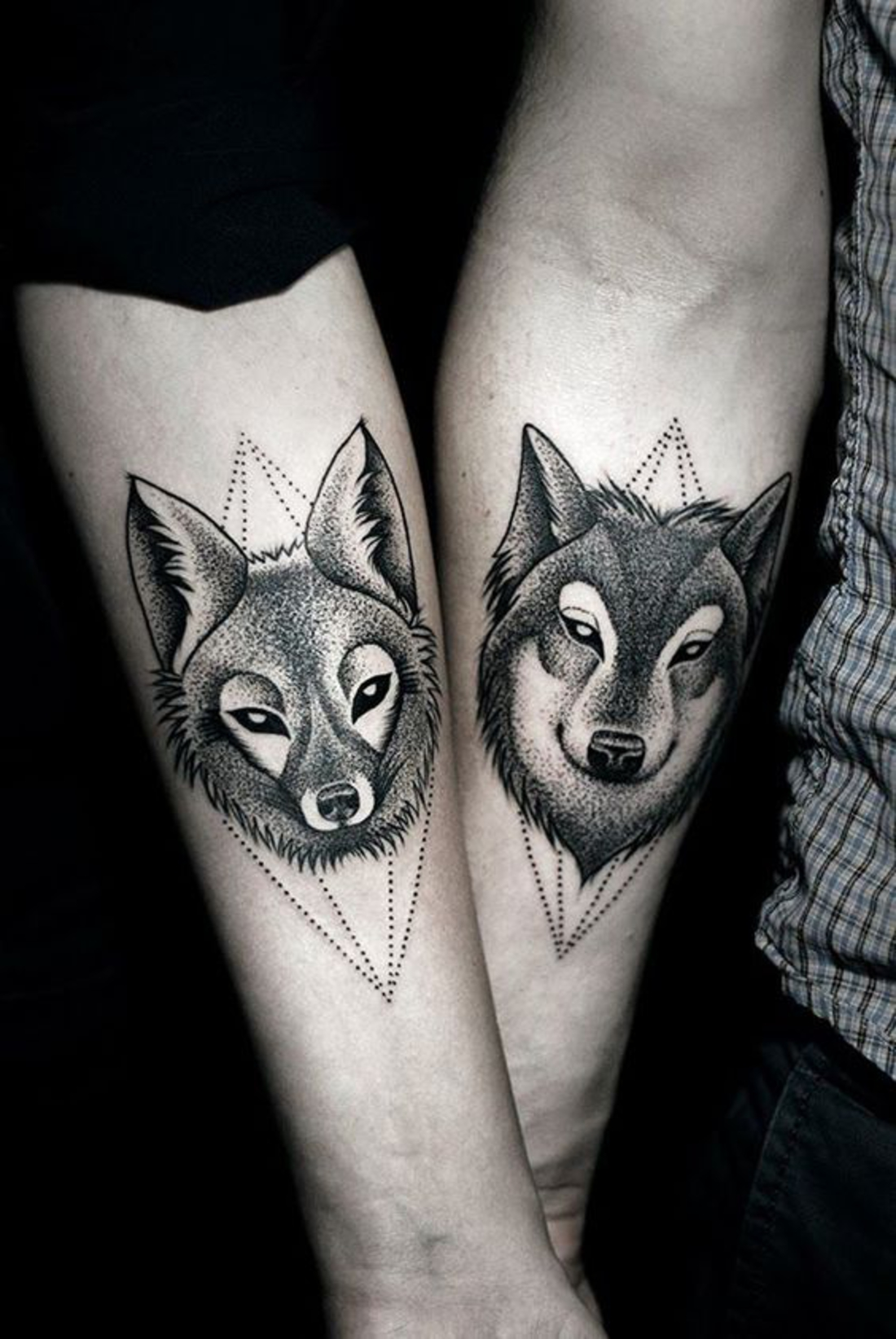 tatuajes en pareja, muy interesante, lobos femenino y masculino, tatuaje diferente