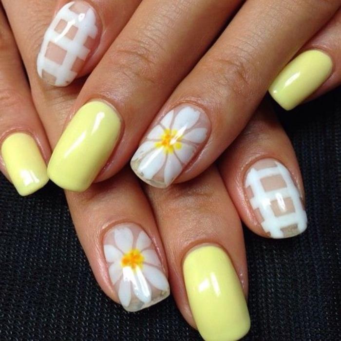 uñas pintadas, color amarillo suave, bonitos dibujos de margaritas en los dedos anulares