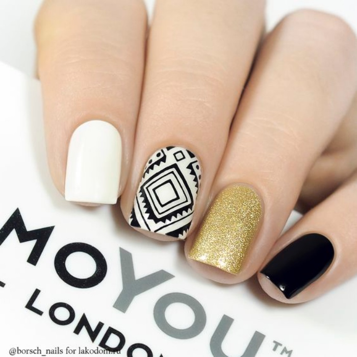 uñas pintadas, colores llamativos, brocado en oro, negro, diseño geométrico, interesante, original