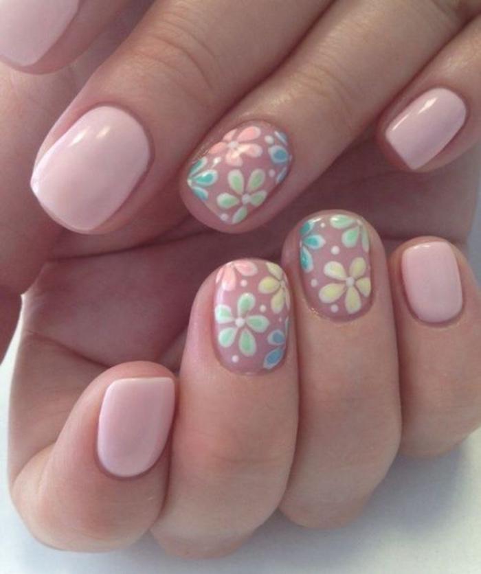 uñas pintadas, tonos pasteles, rosa, dibujos de flores pequeños, colores vivos, bonito