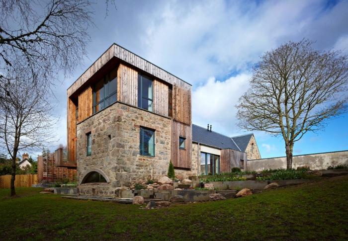 casas de campo, villa moderna con techo plano de piedra y madera, jardín y árboles en invierno