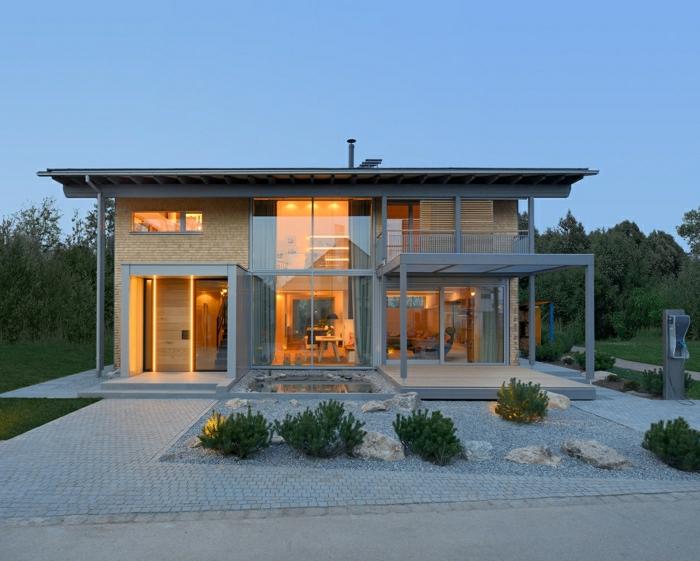 1001 ideas sobre fachadas de casas modernas for Choza de jardin de madera techo plano