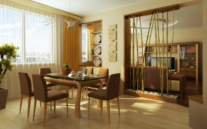 como decorar un salon comedor, mesa de madera y vidrio, sillas tapizadas, decoracion con bambú, suelo laminado