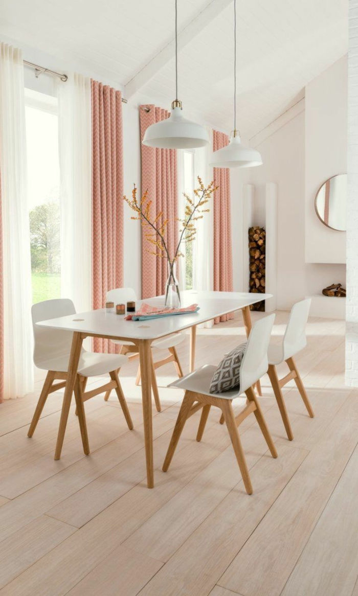 como decorar una habitacion, decoracion de comedor con mesa y sillas en blanco, espejo, lámparas colgantes y cortinas en color pastel