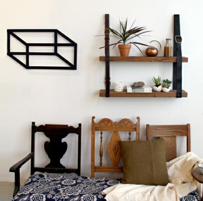 decoracion de sala de estar, estante de cinturones y madera, tres sillas