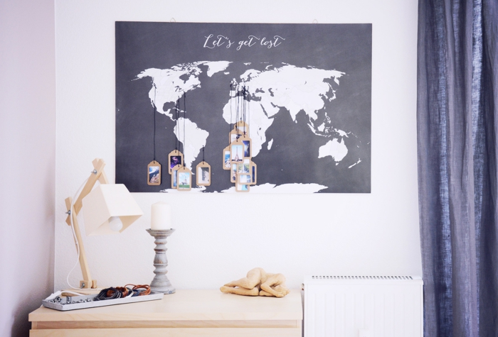 decoración de pared con mapa del mundo, fotos colgantes