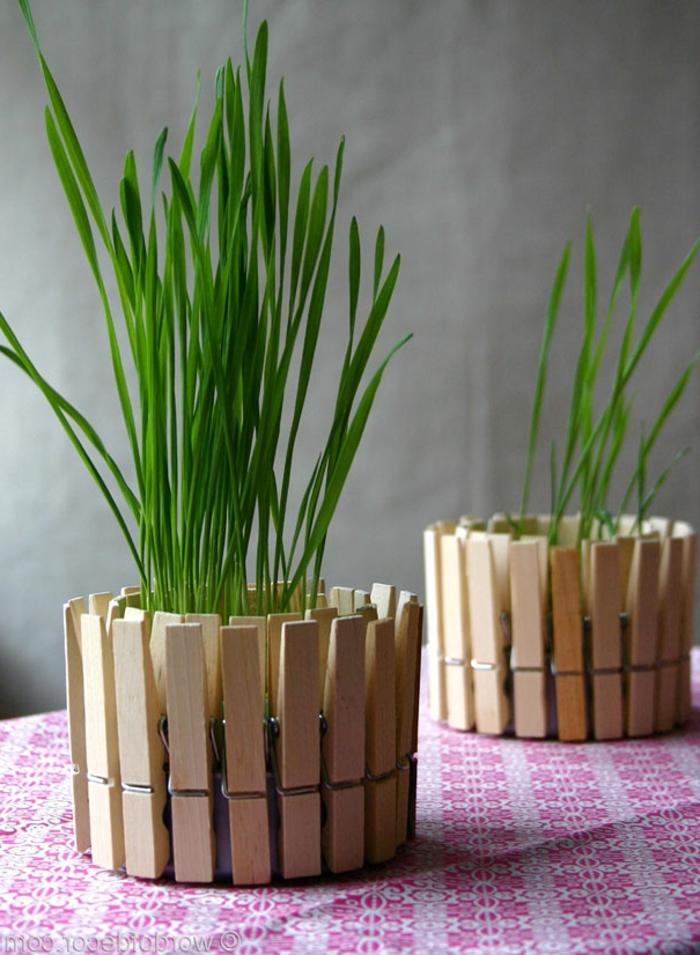 decoracion de mesa, maceta de lata reciclada, pinzas de madera, flor verde