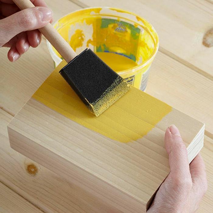 decoracion de pared, pieza de madera, pintura amarrilla, manualidades faciles de hacer