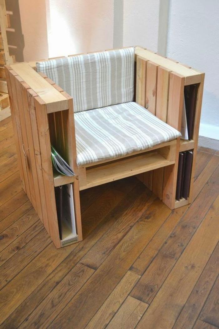 como hacer una mesa con palets, sillón de palets con revistero y cojin en gris y blanco