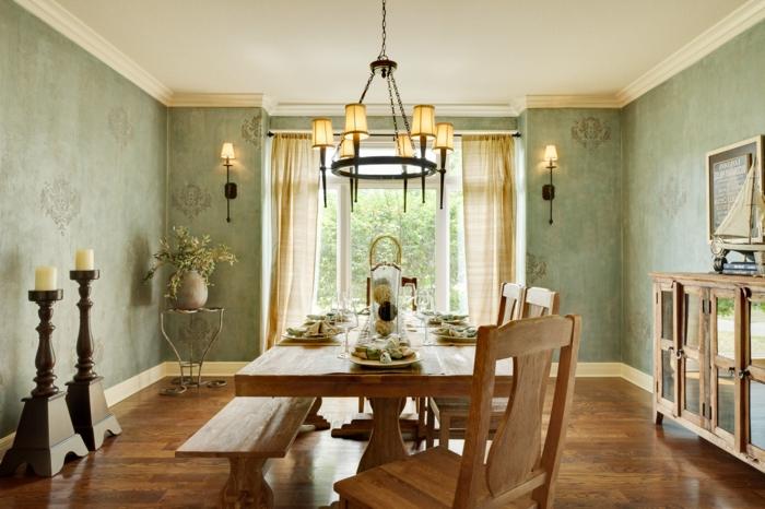 decoracion de comedores, comedor de madera con sillas y banca, papel pintado verde, lámpara de araña, suelo laminado