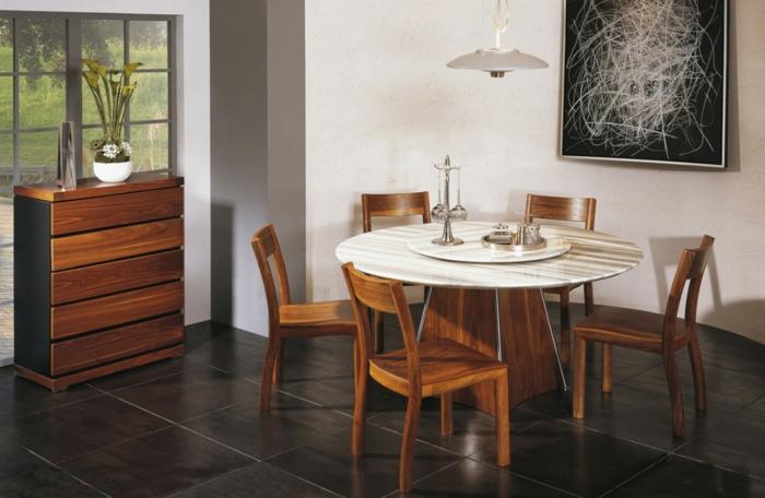 decoracion de comedores, mesa redonda, sillas de madera, baldosas, alacena, lámpara colgante, cuadro